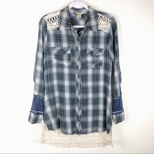 GIMMICKS by BKE✨Mixed Material Plaid/Lace Shirt